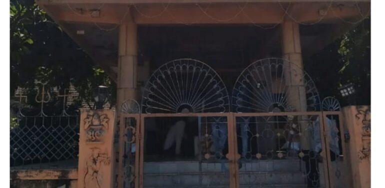 સંતરામપુર નગરમાં તસ્કરો બેફામ :એક જ રાતમાં ત્રણ મંદિરોમાંથી હજારોની માલમત્તા પર હાથફેરો કરતા નગરમાં ભયનો માહોલ