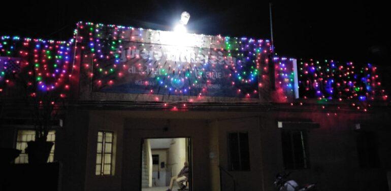 ગુજરાત પોલીસ નિશાન પ્રદાન કાર્યક્રમ અંતર્ગત સુખસર પોલીસ સ્ટેશન રોશનીથી શણગારાયું