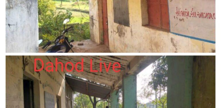ગુજરાત મોડેલનું વરવું સત્ય:જર્જરિત ઓરડાઓના કારણે કડકડતી ઠંડીમાં ઓટલે બેસી પાયાનું શિક્ષણ મેળવવા વિદ્યાર્થીઓ લાચાર.