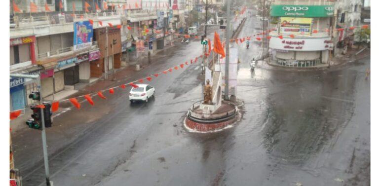 શહેર સહીત જિલ્લાનું વાતાવરણ પલટાયું:વીજળીના કડાકા સાથે સામાન્ય વરસાદ પડતા વાતાવરણમાં ઠંડક પ્રસરી