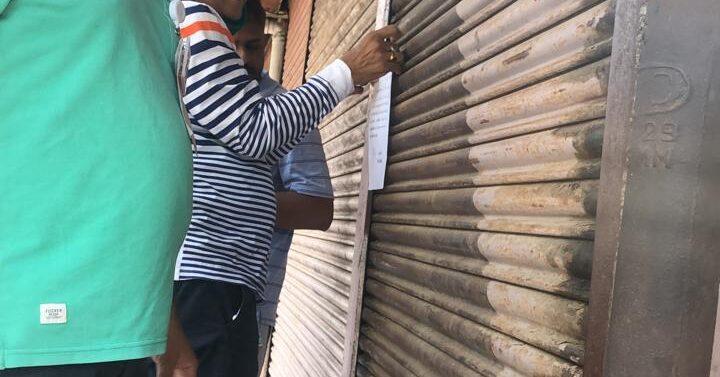દાહોદમાં જાહેરનામાનો ભંગ કરતાં બે દુકાનદારોની દુકાન સીલ કરતું નગરપાલિકા તંત્ર