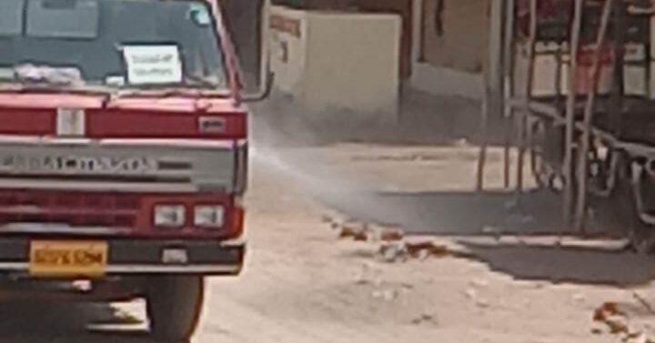 સીંગવડ:આરોગ્યવિભાગ દ્વારા ગામમાં સૅનેટાઇઝની કામગીરી કરાઈ