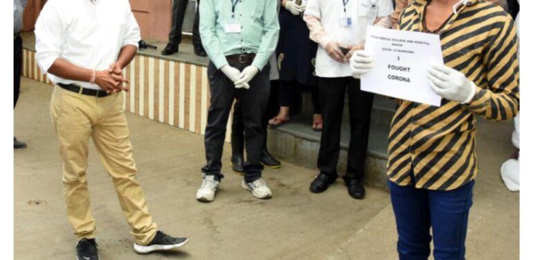 ગરબાડા:ભીલવાનો યુવક કોરોના મુક્ત થતાં હોસ્પિટલમાંથી રજા અપાઈ:અત્યાર સુધીમાં ત્રીજા દર્દીને હોસ્પિટલમાંથી રજા અપાઇ