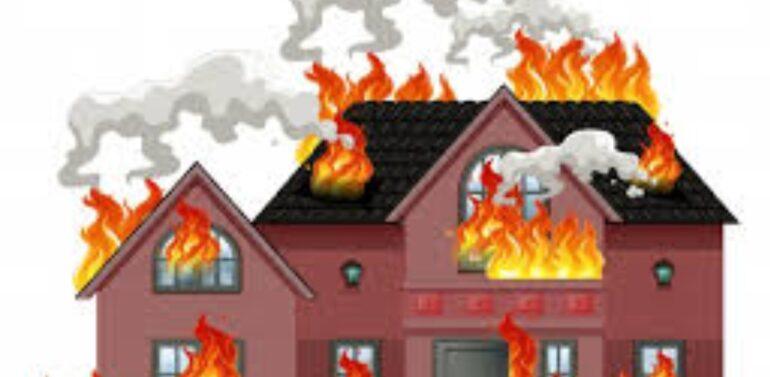 ધ બર્નિંગ હોમ…. દાહોદના ઉચવાણીયામાં 4 મકાનોમાં લાગી આગ:દસ લાખ ઉપરાંતનો સરસામાન બળીને ખાખ