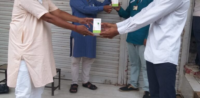 સંજેલી: શ્રી ગાર્મેન્ટસ દ્વારા સરોરી આરોગ્ય કેન્દ્રમાં બે ટેમ્પરેચર ગન વિતરણ કરાઈ