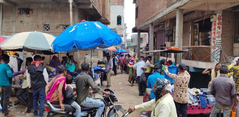 સંતરામપુર નગરમાં હાટ બજારોને મંજૂરી અપાતા કોરોના સંક્રમણ વધવાની સેવાતી ભીતી