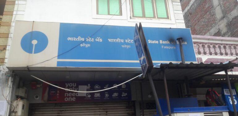 ફતેપુરા:ભારતીય સ્ટેટ બેન્કમાં પાસબુક પ્રિન્ટિંગ મશીન છેલ્લા એક માસથી બંધ હોવાથી ખાતાધારકો અટવાયા