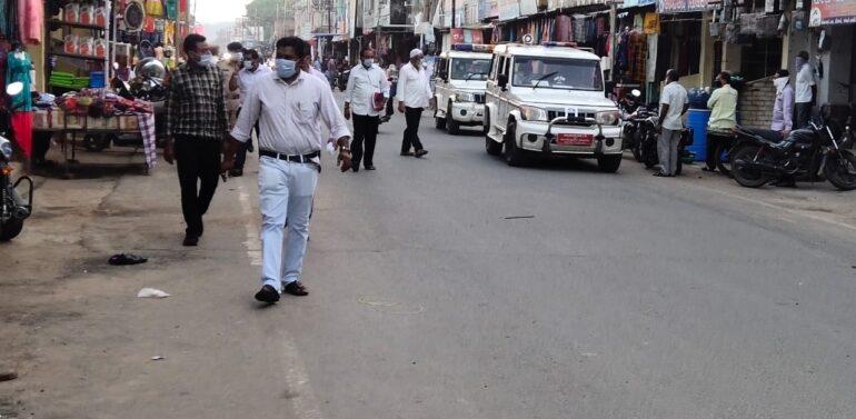 સંતરામપુર નગરમાં તંત્ર દ્વારા માસ્ક વગર ફરતા વેપારીઓ તેમજ નગરજનો દંડાયા,