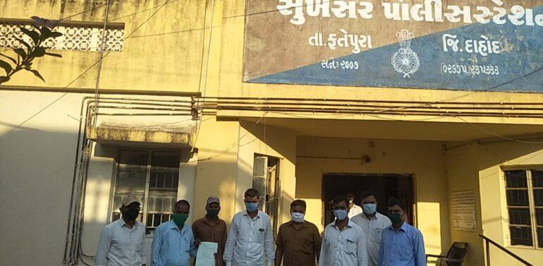 ફતેપુર :લઘુમતી કોમના યુવકે સોશીયલ મીડીયામાં હિન્દુ સમાજની લાગણી દુભાય તેવા બિભત્સ મેસેજ મોકલતા રાષ્ટ્રીય સ્વયંસેવક સંઘ દ્વારા પોલીસ મથકે લેખિતમાં રજૂઆત કરાઈ