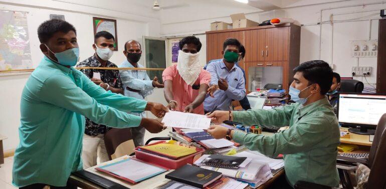 દાહોદ:ગુજરાત એસટી(G.S.R.T.C)ની ડ્રાઇવરની ભરતીની બાકી રહેલી પરીક્ષા પુર્ણ કરાવવા જિલ્લા સમાહર્તાશ્રીને આવેદન પાઠવી રજૂઆત કરાઈ