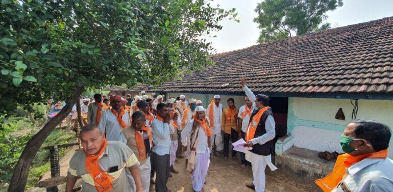 સંતરામપુર તાલુકામાં કોંગ્રેસમાં ભડકો,મોટીકયાર ગામે 50 વ્યક્તિ કોંગ્રેસમાંથી છેડો ફાડીને બીજેપીમાં જોડાતા જિલ્લાના રાજકારણમાં ખળભળાટ