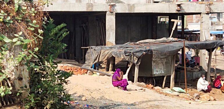 ફતેપુરા તાલુકા મામલતદાર કચેરીની સરકારી પડતર જમીનમાં ગેરકાયદેસર દબાણકર્તાં સામે નોટિસ ફટકારાતા ખળભળાટ.