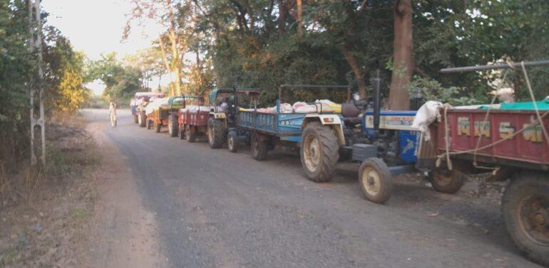 ફતેપુરા તાલુકાના બાવાનીહાથોડ ખાતે સરકારી ગોડાઉનમાં અનાજ વેચાણ કરવા આવતા ખેડૂતોને વિવિધ પ્રકારે પડતી મુશ્કેલી દૂર કરવા માંગ,સંજેલી તાલુકાના ખેડૂતો ફતેપુરા તાલુકા ગોડાઉનમાં અનાજ વેચાણ કરવા આવવા મજબૂર