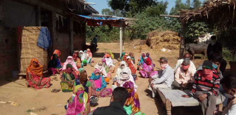 સિંગવડ તાલુકાના છાપરવડ ગામના મહિલાઓ દ્વારા સાંસદ જશવંતસિંહ ભાભોરને સરકારી કામોની રજૂઆતો કરાઈ