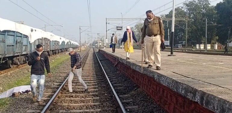 દાહોદ રેલવે સ્ટેશન નજીક MGVCL ના કર્મચારીએમાલગાડી નીચે પડતું મૂકી આત્મહત્યા કરી લેતા ચકચાર:ગુજરાત રેલવે પોલિસ તપાસમાં જોતરાઈ