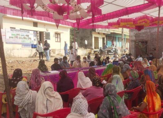 ફતેપુરા તાલુકાના કરોડિયા પૂર્વ ગામે આત્મનિર્ભર ભારત યોજના હેઠળનો ફોર્મ ભરવા માટેનો કેમ્પ યોજાયો