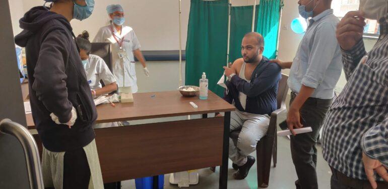 કોરોના સામે જંગ…. દાહોદ જિલ્લામાં વેક્સીનેશનના બીજા તબક્કામાં 413 આરોગ્ય કર્મીઓને રસી મુકાઈ