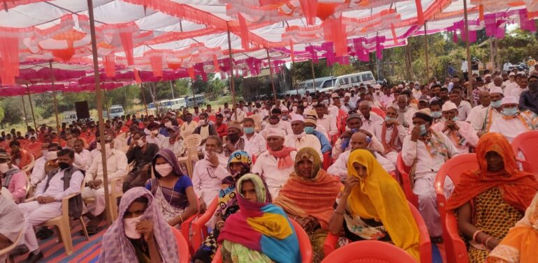 સિંગવડ તાલુકાના મલેકપુર ગામે કોંગ્રેસ પાર્ટી દ્વારા ચૂંટણીલક્ષી મીટીંગ યોજાઇ:200 ઉપરાંત લોકો કોંગ્રેસમાં જોડાયા