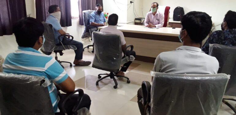 ફતેપુરા તાલુકામાં ખાદ્યતેલોના ભાવોને નિયંત્રણમાં લેવા મામલતદાર તેમજ વેપારીઓ વચ્ચે બેઠક યોજાઇ