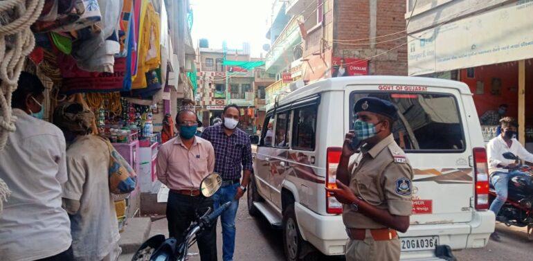 ફતેપુરા મામલતદારશ્રી તેમજ પોલીસ દ્વારા ફતેપુરા નગરમાં માસ્ક પહેરવા માટે લોકોને સમજાવ્યા