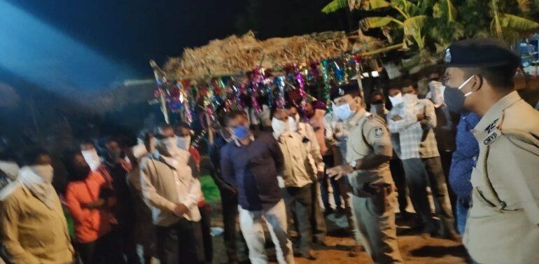 ધાનપુર તાલુકાના ઘોડાઝર ગામે બે લગ્નોમાં કલેક્ટરના જાહેરનામાના ભંગ બદલ પોલિસે 6 લોકો વિરુદ્ધ ગુનો નોંધ્યો