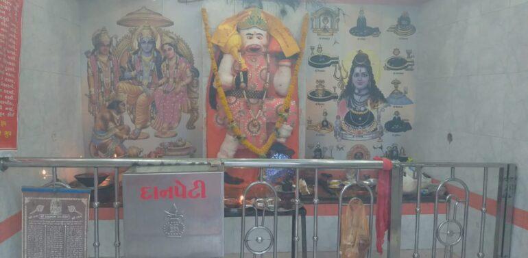 સંજેલીથી અડીને આવેલા વાણીયાઘાટી હનુમાનજી દાદાના મંદિરે હનુમાન જયંતિની સાદાઈથી ઉજવણી કરાઈ