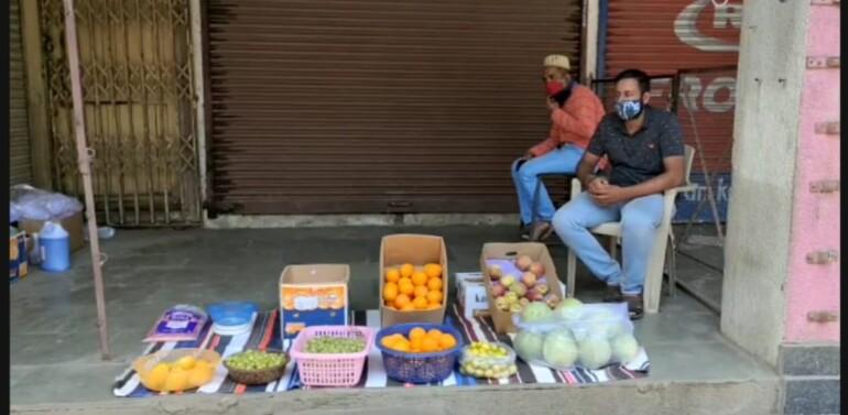 દાહોદ:કોરોના કાળમાં નાના વેપારીઓની હાલત કફોડી બની:સ્વૈચ્છિક લોકડાઉનમાં પરિવારનું ગુજરાન ચલાવવા બીજો ધંધો કરવા મજબુર થયાં