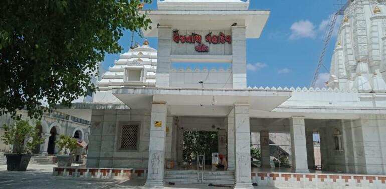 દાહોદ:કોરોનાની બીજી લહેર શાંત પડતા 58 દિવસ બાદ મંદિરો, બાગબાગીચા,જીમ કોરોના ગાઇડલાઇનના પાલન સાથે ખુલશે