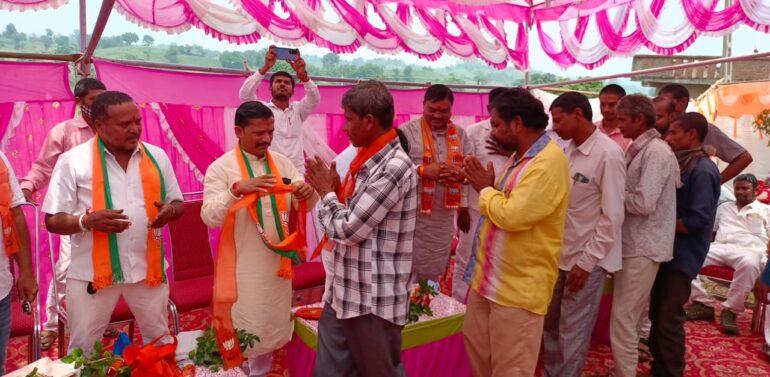 ફતેપુરા તાલુકાના કોંગ્રેસ અને અપક્ષના 400 જેટલા કાર્યકર્તાઓ ભાજપમાં જોડાયા