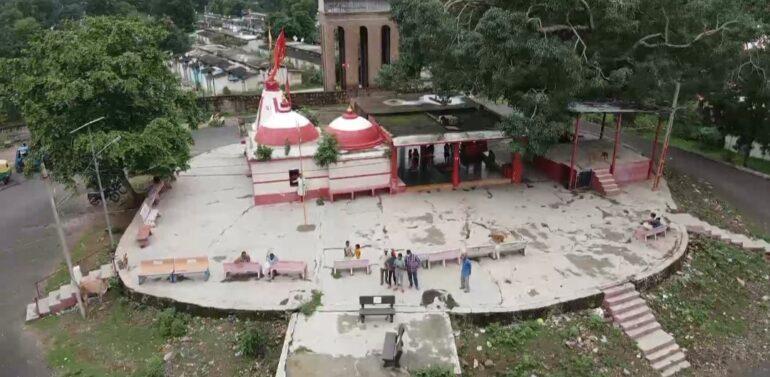 દાહોદના મહાકાળી મંદિરની જમીન હરાજીનો મામલો:હિન્દુ સંગઠન તેમજ સ્થાનિકોની જીત,વડોદરા ચેરીટેબલ ટ્રસ્ટ કમિશ્નર કચેરીના હુકમના આધારે હરાજી ટળી,