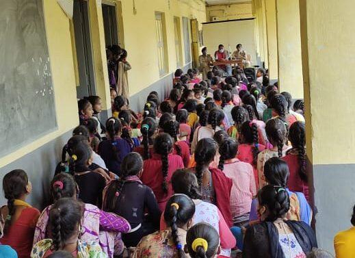 ફતેપુરા જાગૃતિ કન્યા વિદ્યાલયમાં મહિલા જાગૃતિ અને મહિલા સ્વરક્ષણ માટે મહિલા કોન્સ્ટેબલ દ્વારા માહિતી અપાઈ..